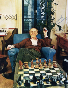 70120_duchamp_chess_set2