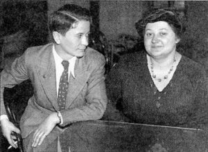 chess-picture-of-sonja-graf-and-vera-menchik-1936-both-might-violate-ecu-dress-code
