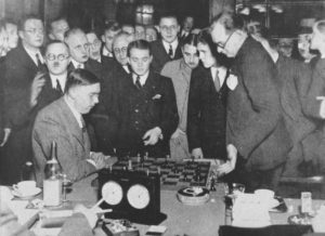 match-with-euwe-1935-game-24-alekhine-explains-that-he-had-a-winning-position