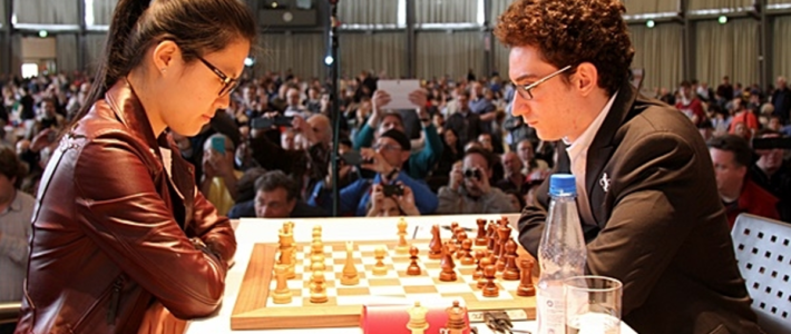 Hou Yifan vence a Caruana en la primera ronda del Grenke
