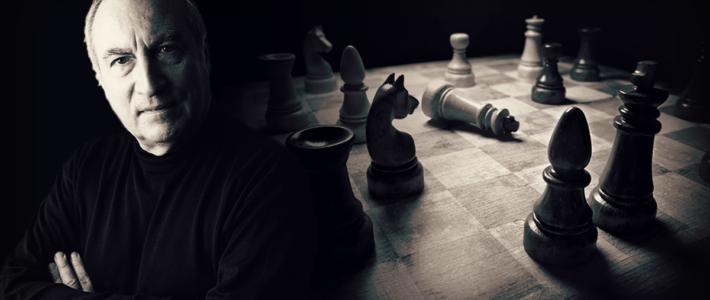 Tomás Eloy Martínez y el ajedrez: de la crudeza de la realidad a una mirada  más amable en ficción