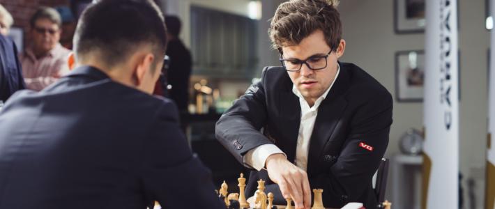 Carlsen hace que un súper GM parezca un aficionado; comenzó el mundial sub-20
