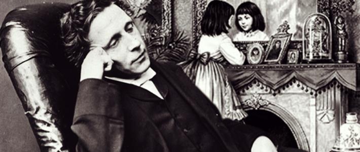Lewis Carroll imaginó a su Alicia jugando al ajedrez al atravesar el espejo